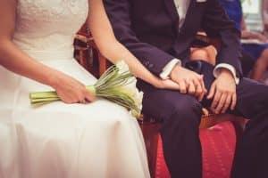 結婚ってお金かかるの?
