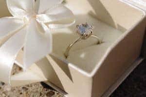 結婚相談所が宝石屋さんを紹介するという話
