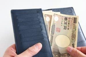 財布と1万円札